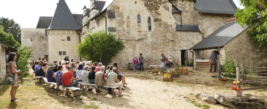 visite théâtralisée du Prieuré de St Rémy la Varenne
